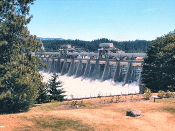 The center dam with its spillway
