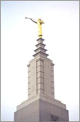 The Angel Moroni atop the Los Angeles Temple
